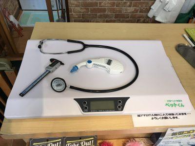トリミングサービス前に使う体重計や聴診器など